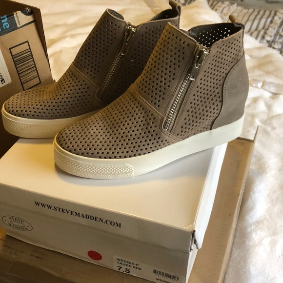 Nwt Steve Madden Taupe Wedgie P